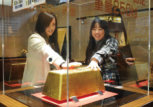 The world's biggest gold bar